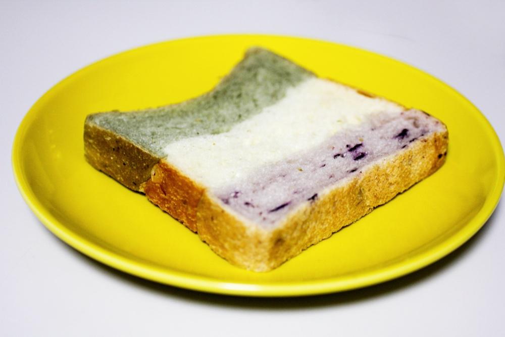 ロータスバゲット 三色パン